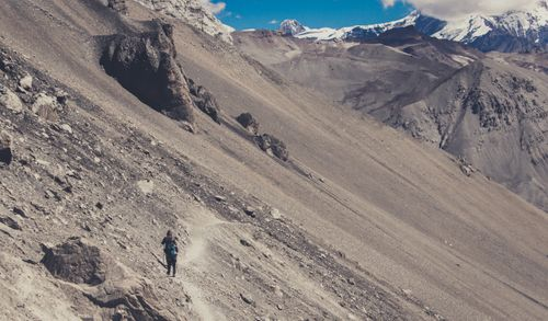A,tough,path,to,walk,in,,way,to,the,famous,Tilicho,Lake