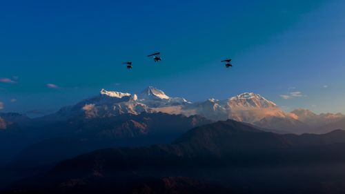 Flying,ultralight,over,the,Mount,Annapurna,range,,Pokhara,,Nepal