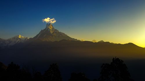 Cloud,Crown,over,the,Mount,Fishtail,,Dhandruk,,Nepal
