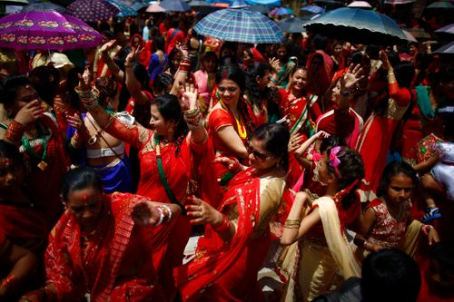 nepalese,hindu,women,dance,sing,celebrate,teej,festival,inside,pashupathinath,temple,kathmandu,nepal,thursday,august,married,unmarried,fast,offering,worship,lord,shiva,marital,happiness,husband,praying,singing,dancing