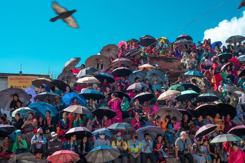 people,waiting,sun,kathmandu,durbar,square,witness,indrajatra,fesival