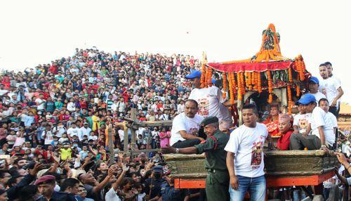 chariot,living,god,ganesh,crowd,people,indra,jatra