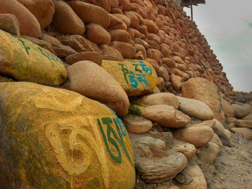 rocks,lomanthang