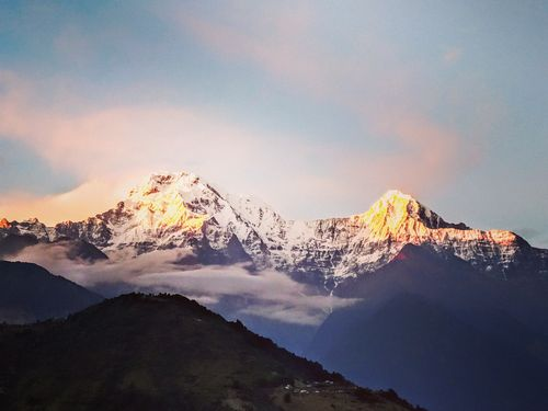 nepal,poor,country,silver,hills,gold,sun,spreads,love,✌️,#nepal🇳🇵,date,oct,time,#annapurnacircuit