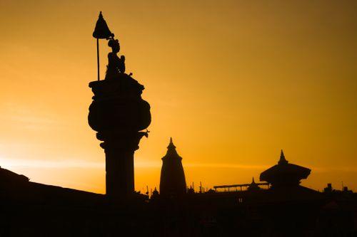 statue,bhupatindra,malla,dynasty,king,bhaktapur,nepal