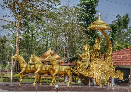 beautyful,golden,krishana,arjuna,guru,disciple,statue,shashwat,dham,cg,hindu,temple,located,devchuli,nawalparasi,distric