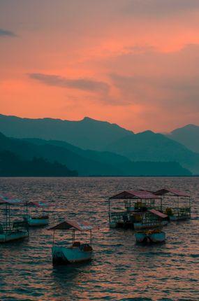golden,hour,fewa,lake,pokhara