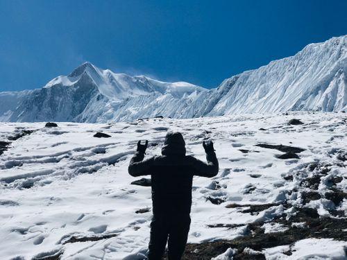man,posing,front,himalayas,tilicho,lake