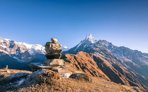 beautiful,view,stacking,stones,mount,fishtail,mardi,trek,nepal