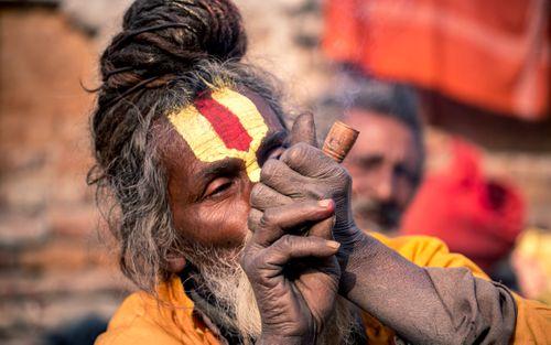 sadhu,man,smoking,mahashibratri,festival,pasupati,kathmandu,nepal