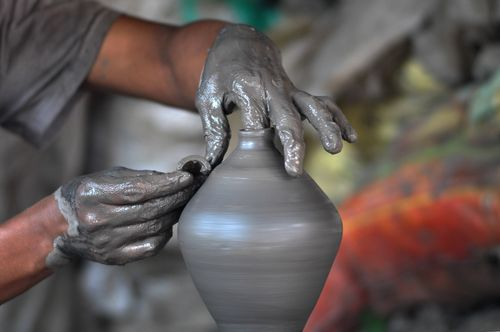 guy,making,pottery,khutruke-traditional,vessel,collect,money,bhaktapur,squarenepal