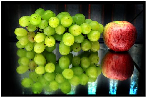 grapes,apple,reflection,sms,photography