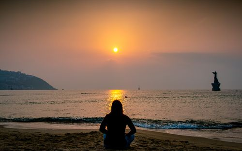 early,morning,yoga,exercise,sunrise,haeundae,beach,busan,south,korea