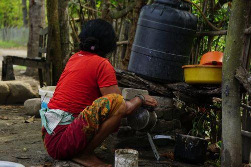 woman,cleaning,sink,lunch,chitwan,nepal