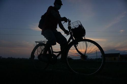 bicycle,rider,heading,home