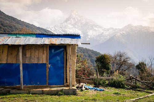 typical,nepali,house,machhapuchchhre,himal,background
