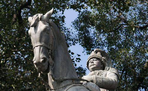 statue,prithvi,bir,bikram,shah,bhadrakali,sculpted,england,bs,statues,kings,dynasty,riding,horse