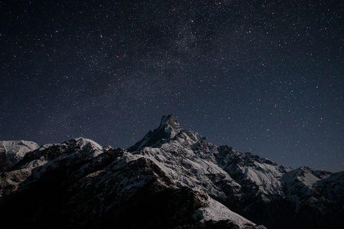 faint,milky,galaxy,visible,underneath,mt,machhapuchare,mardi,high,camp