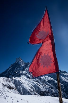 flag,nepal,pictured,machhapuchare,himal,mardi,upper,view,point