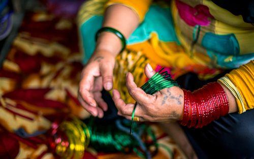 women,selling,bangles,shrawan,month,traditional,festival,kathmandu,nepal