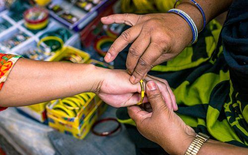 wearing,chura,bangles,sharwan,month,starting,patan,nepal
