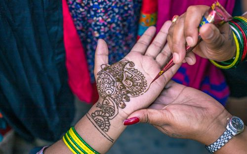 women,making,mehendi,art,hand,bangles,shrawan,month,traditional,festival,kathmandu,nepal