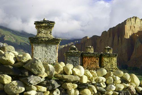 chorten,dhakmar,village,upper,mustang,nepal